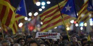 Bağımsızlık yanlısı 500 bin kişi Katalan liderler için yürüdü