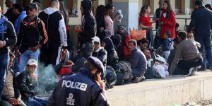 Avrupa faşizmi: Mültecilere sokağa çıkma yasağı