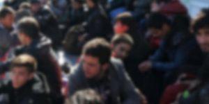 Göçmenleri taşıyan kamyon devrildi: 25 ölü