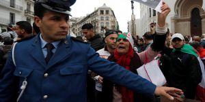 Cezayir'de Buteflika'nın adaylığına karşı on binler sokaklarda