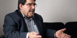 Salih Muslim: Amerîka ne ji ber kurdan lê ji ber xwe li Sûriyê dimîne!