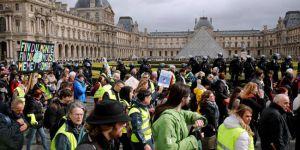 Fransa, Sarı Yelekler protestolarını yasaklıyor