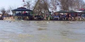 Musul'da feribot battı: En az 70 ölü