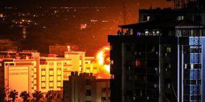 Terör Rejimi İsrail Gazze'yi vurdu