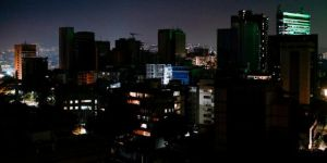 Venezuela yine karanlığa gömüldü