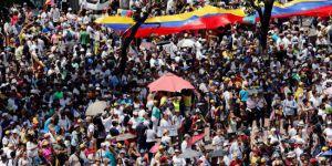 Venezuela'da karşılıklı hamleler