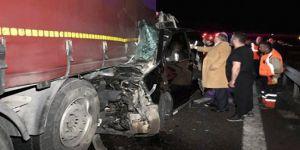 Minibus kaza yaptı: 6 ölü, 5 yaralı
