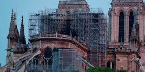 Notre Dame Katedrali'ndeki yangın kontrol altına alındı