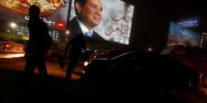 Darbeci Sisi'nin görev süresinin uzatılmasına 'evet' çıktı