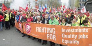 Brüksel'de binlerce işçi kötü çalışma koşullarını protesto etti