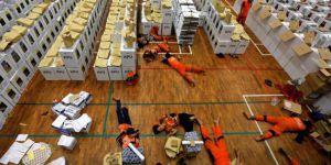 Endonezya'da ölen sandık görevlilerinin sayısı 300'ü aştı