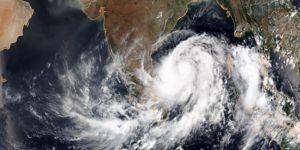 Hindistan'da kasırga 800 bin kişi tahliye ettirdi