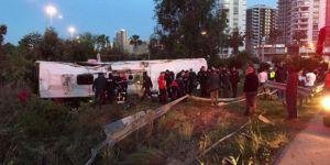 Adana'da yolcu otobüsü devrildi: 2 ölü, 29 yaralı