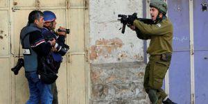 İsrail, Batı Şeria'da AA kameramanı tutukladı