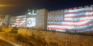 Kudüs surlarında ABD ve İsrail bayrakları!