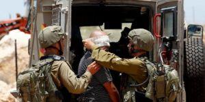 İşgal Güçleri Batı Yaka ve Kudüs'te 60 Filistinliyi Gözaltına Aldı