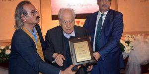 Yazar Nuri Pakdil, hastaneye kaldırıldı