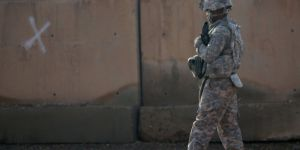 ABD Büyükelçiliği yakınına füze düştü