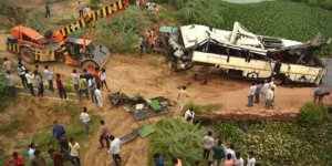 Otobüs kanala düştü: 29 ölü, 18 yaralı