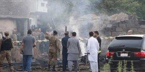 Pakistan'da askeri uçak düştü: 17 ölü