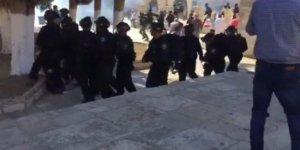 Namaz Sonrasında İsrail Polisinden Sert Müdahale