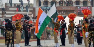 Pakistan: Hindistan Keşmir'de ateşle oynuyor