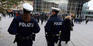 İki yüzlü Almanya'da Müslüman kadınlara saldırı