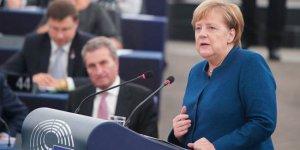 Merkel: Türkiye'yi Kürt ordusu için uyardım