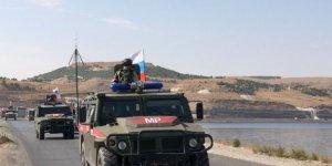Rus askeri, YPG'yi Suriye-Türkiye sınırından uzaklaştırmaya başladı