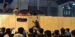 Göstericiler, İran Konsolosluğu binasına saldırdı