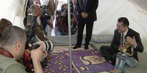 Başbakan Barzani, Rojavalı göçzedelerin bulunduğu kampı ziyaret etti