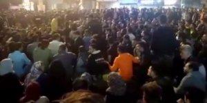 İran'da benzine yapılan zam, halkı sokaklara döktü