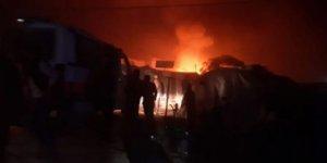 'İdlib'de mülteci kampı bombalandı, 6'sı çocuk 15 sivil hayatını kaybetti'