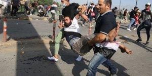 Irak'ta göstericiler valilik binasını ateşe verdi