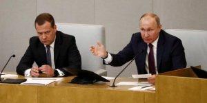 Medvedev hükümetin istifasını verdi, Putin kabul etti