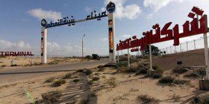 Libya'da göstericiler liman kapattı