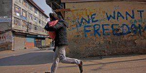 Keşmir'de belirlenemeyen hastalık sebebiyle 10 çocuk öldü
