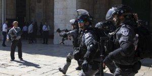 İşgal güçleri Mescid-i Aksa'da cemaate saldırdı: 10 yaralı