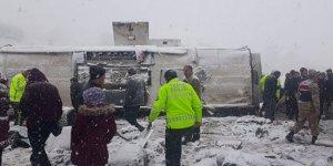 Erzincan'da feci kaza:46 yaralı