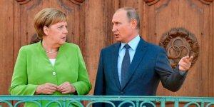 Putin ve Merkel Libya'yı görüştü