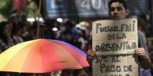 IMF heyeti Arjantin'e gitti, halk sokağa indi