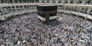 Suudi Arabistan, tüm umre ziyaretlerini geçici olarak askıya aldı