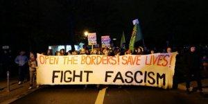 Almanya'da binlerce kişi AB sınırlarının sığınmacılara açılması için gösteri yaptı