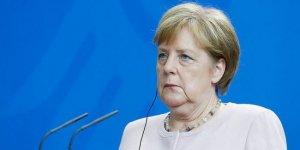 Merkel: AB, en büyük sınavıyla karşı karşıya
