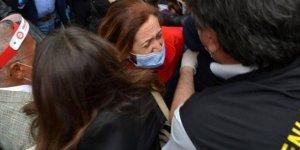 Taksim'e çelenk bırakmak isteyen DİSK yöneticileri gözaltına alındı
