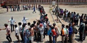Hindistan'da sokağa çıkma yasağıyla milyonlarca kişi işsiz kaldı
