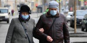 Dünya Sağlık Örgütü'nden ülkelere çağrı: Halka açık alanlarda maske takılsın