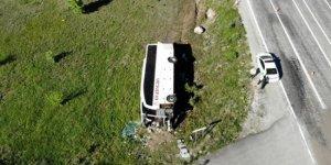 Erzincan'da yolcu otobüsü devrildi: 19 yaralı