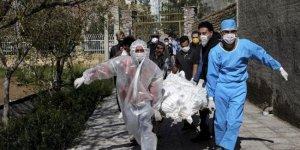 İran'da Covid-19 kaynaklı can kaybı 8 bin 209'a yükseldi