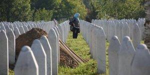 Srebrenitsa'da soykırımın acısı 25 yıldır dinmiyor